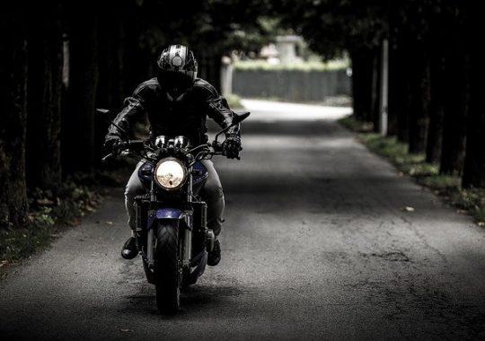 Ranger correctement un casque de moto