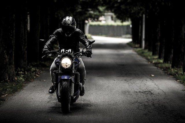 Casque de moto et vêtements de protection